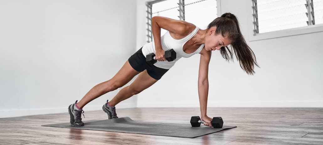 Frau beim Fitness Training