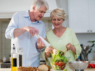Gemeinsam kochen: Gesunde Ernährung ab 50