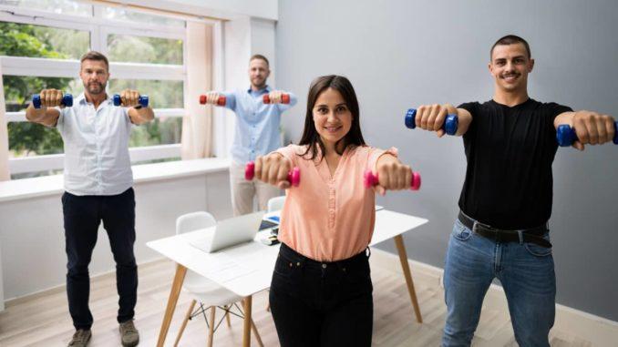 Fitnessprogramm im Job während der Arbeitszeit